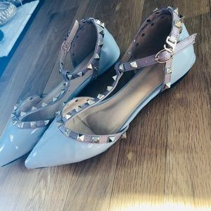 Shoes - Stylish Valentino look alike flats